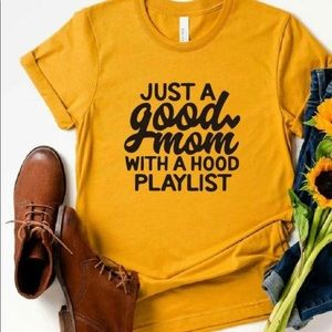 """YELLOW """"JUST A GOOD MOM..."""" TEE  1XL NWOT"""